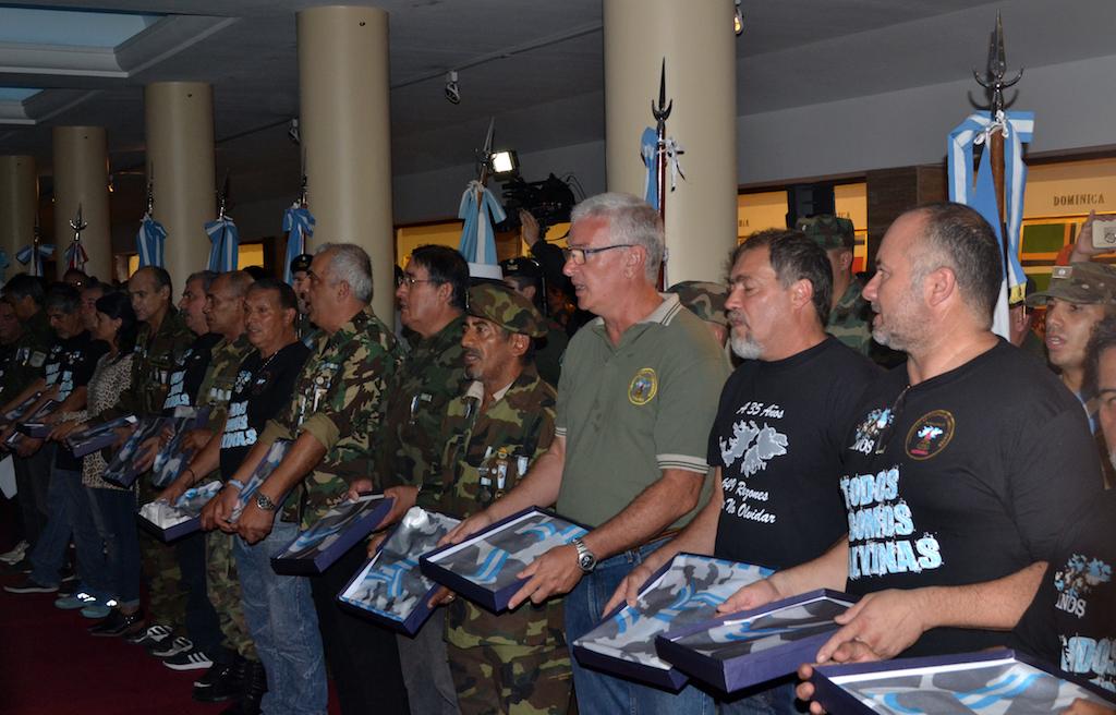 Homenaje a los Veteranos y Caídos de Malvinas en Rosario